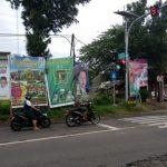 APK-para-caleg-dan-peserta-pemilu-yang-masih-terpasang-di-sudut-jalan-Kota-Jember-640x404